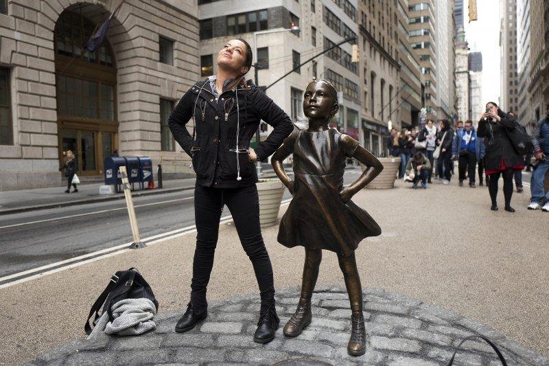"""""""華爾街無畏女孩""""的图片搜索结果"""