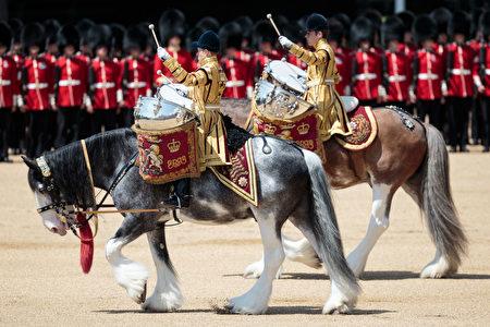 英国皇家军队阅兵仪式(Trooping the Colour)。(Jack Taylor/Getty Images)