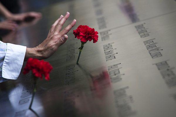 """纪念仪式将在位于曼哈顿下城世贸中心遗址的 """"911""""纪念公园举行。 ( Adrees Latif-Pool/Getty Images)"""