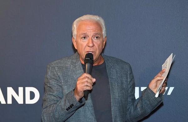 66岁Guess联合创始人辞职:涉嫌性骚扰多名模特被调查_图1-1