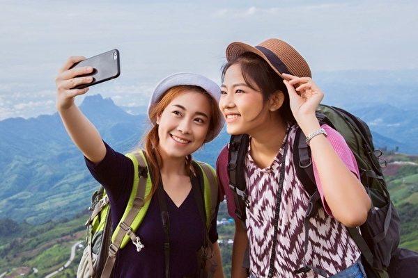 Chinese_Travelers-600x400.jpg