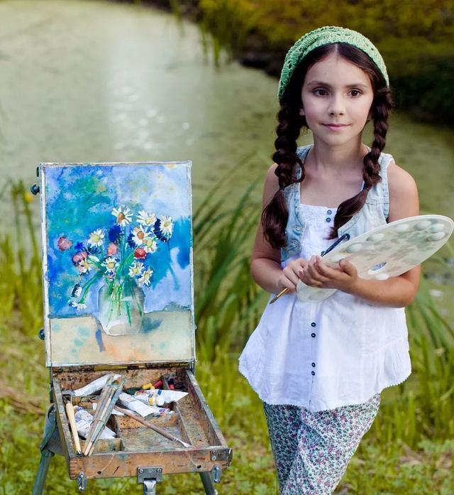 2岁开始在画布上打滚,11岁作品被全世界博物馆收藏……小姑娘加油!