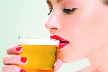 啤酒和白酒哪个更伤身体?