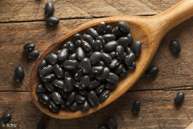 """这几种黑色食物是血栓的""""天敌""""!宜多吃让血管通透顺畅"""