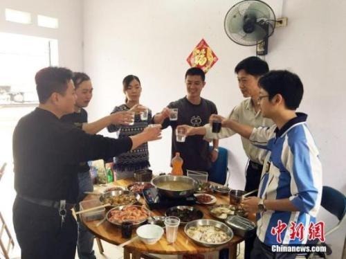 中国人每年必吃的这顿饭,承载多少故事与情感?_图2-3