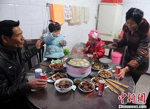 中国人每年必吃的这顿饭,承载多少故事与情感?_图2-5