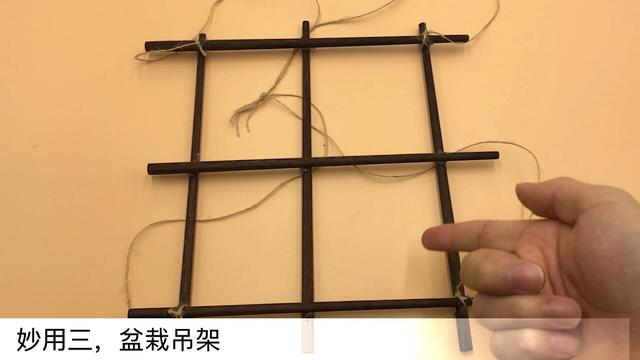 旧筷子别再扔掉了,绑根绳子挂阳台,一年能省下不少钱,快试试