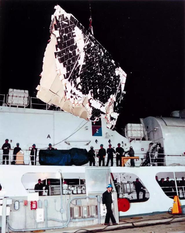 挑战者号:被直播的美国航天惨案