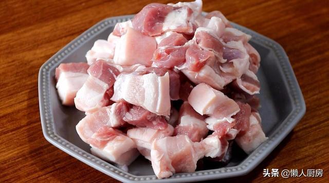 不用焯水,不用炒糖色,用八爪鱼炖出来的红烧肉,肉香四溢