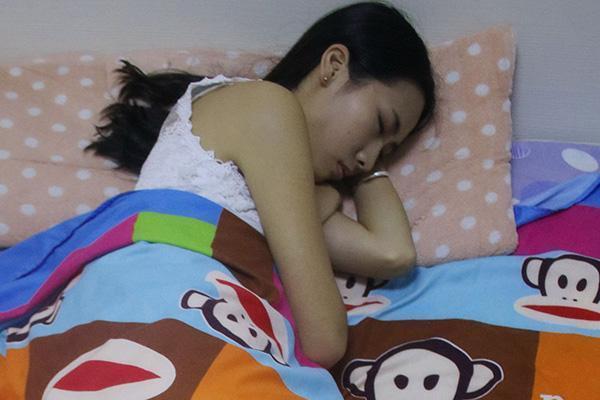 """睡觉时,女性保持""""两腿一分""""?会收获哪些好处?不妨多试试"""
