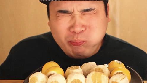 怎样除去嘴里的大蒜味?别嚼口香糖,吃一种蔬菜、两种水果就管用