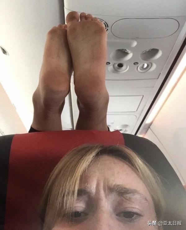 """外国女子""""头顶长脚""""照片火了,网友出主意整治低素质乘客"""