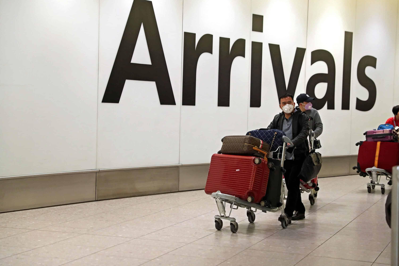 外媒:英国正追踪约2000名从武汉抵英的旅客
