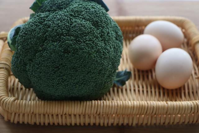 西兰花别炒着吃,教你解馋新做法,颜值高吃不胖,三天两头就想吃