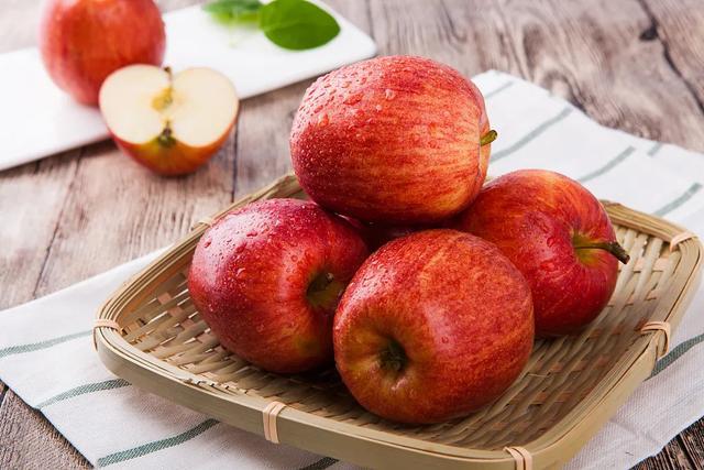 【健康知识】食一芽,吃二果,捂三处,做好四件事,健康一整年!