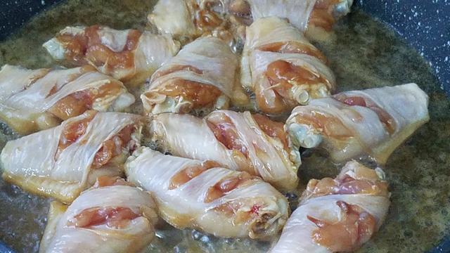 鸡翅香喷喷的做法,简单做法3分钟学会,又香又好吃,我家经常做