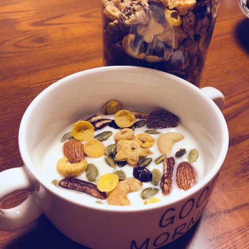 """燕麦是糖尿病人群的""""福音"""",但营养师提醒:2种假燕麦不能吃"""